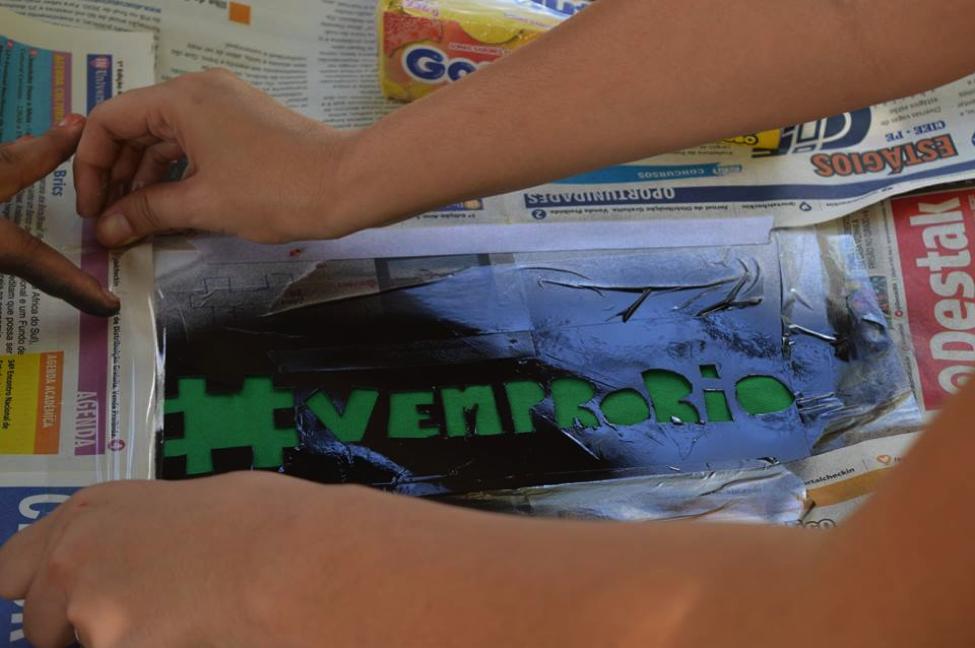 Ação de estudantes denunciando a contaminação de rios em Igarassú - PE, 2015.